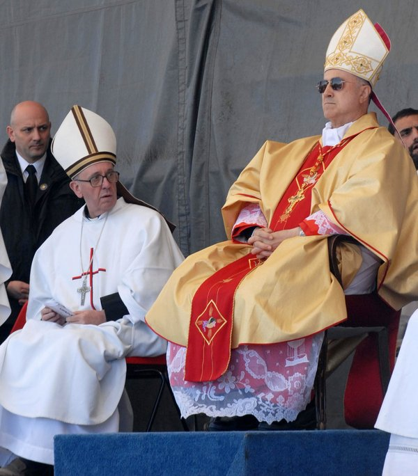 New pope looks at old vice-pope
